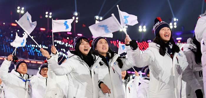 Coreia do Sul e Coreia do Norte caminham juntas nas Olimpíadas de Inverno de PyeongChang