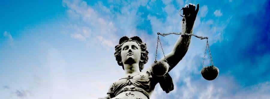 estátua da justiça sobre direito interno